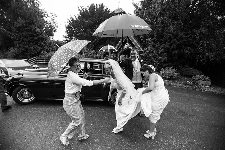 The bride arriving in the rain
